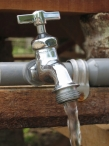 Proporcione agua potable para una familia