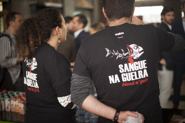 Sangue na Guelra com o grito: The power of food!