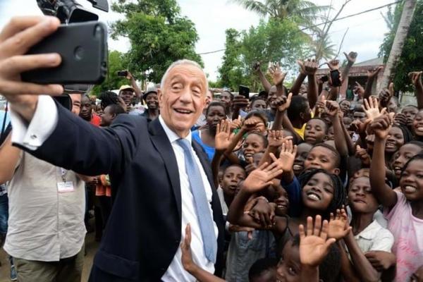 Marcelo Rebelo de Sousa, em visita à Beira, encontra-se com ONG portuguesas