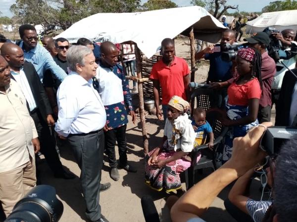 António Guterres visita campo apoiado pela Oikos em Moçambique