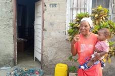 Beneficiários de projeto de emergência da Oikos em Moçambique recebem visita do Camões, I.P.