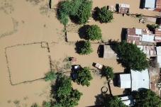 Correntes de lama arrasam aldeias de Moçambique: mais de 400 mil pessoas em perigo